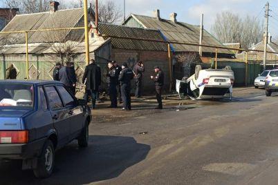 v-zaporozhskoj-oblasti-perevernulsya-avtomobil-policzejskih-video.jpg