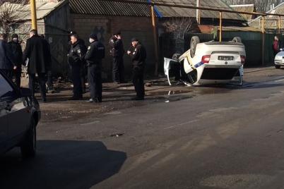 v-zaporozhskoj-oblasti-perevernulsya-avtomobil-policzii-i-povredil-gazoprovod-fotofakt.png
