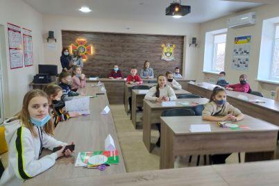 v-zaporozhskoj-oblasti-pervymi-posetitelyami-interaktivnogo-czentra-stali-shkolniki-foto.jpg