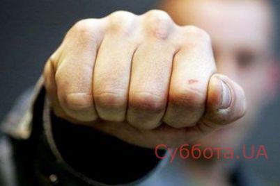 v-zaporozhskoj-oblasti-pod-goryachuyu-ruku-parnya-popali-tri-cheloveka-zloumyshlennik-izbil-dazhe-rodnuyu-mat.jpg