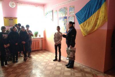 v-zaporozhskoj-oblasti-podrostok-spas-rybaka-iz-ledyanogo-plena-foto.jpg