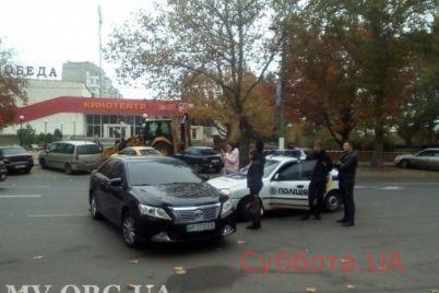 v-zaporozhskoj-oblasti-policzejskaya-mashina-vrezalas-v-legkovushku-foto.jpg