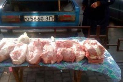 v-zaporozhskoj-oblasti-posredi-uliczy-prodayut-opasnoe-myaso-foto.jpg