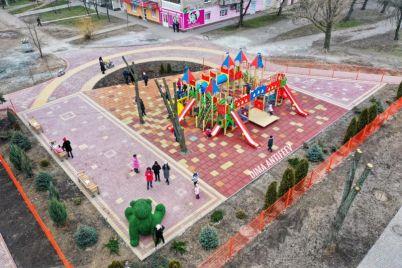 v-zaporozhskoj-oblasti-poyavilsya-gigantskij-zelenyj-medved-foto-video.jpg