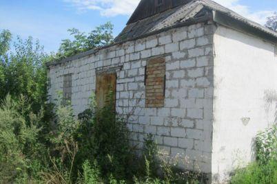 v-zaporozhskoj-oblasti-prodayut-selskie-kluby-foto.jpg