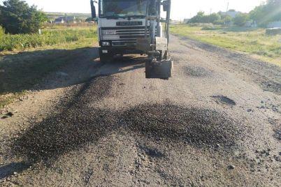 v-zaporozhskoj-oblasti-prodolzhayut-remont-dorozhnogo-pokrytiya-foto.jpg