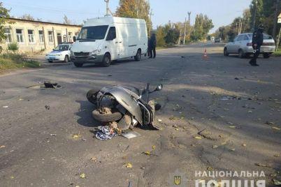 v-zaporozhskoj-oblasti-proizoshla-smertelnaya-avariya-stolknulis-moped-i-avtomobil.jpg