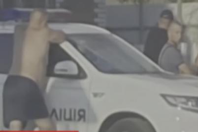 v-zaporozhskoj-oblasti-pyanyj-policzejskij-sbil-na-zebre-gluhonemuyu-zhenshhinu-video.png