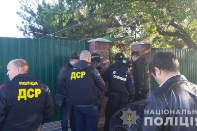v-zaporozhskoj-oblasti-reketiry-vymogali-u-gorozhan-krupnye-summy-deneg-za-kryshu-foto.jpg