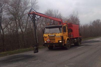v-zaporozhskoj-oblasti-remontiruyut-samye-zagruzhennye-trassy.jpg