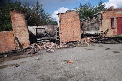 v-zaporozhskoj-oblasti-sgoreli-garazhi-na-territorii-muzhskogo-monastyrya.jpg