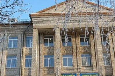 v-zaporozhskoj-oblasti-shkola-reshila-podzarabotat-i-otdala-svoyu-zemlyu-fermeram-prokuratura-zayavila-chto-eto-nezakonno.jpg