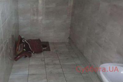 v-zaporozhskoj-oblasti-shkolniczy-ustroili-pogrom-v-gorodskom-tualete-foto.jpg