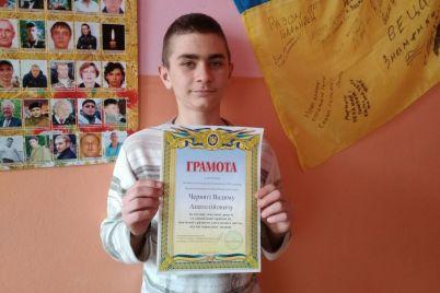 v-zaporozhskoj-oblasti-shkolnik-spas-rybaka-kotoryj-provalilsya-pod-led.jpg