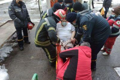v-zaporozhskoj-oblasti-spasateli-transportirovali-paczienta.jpg