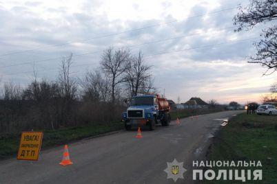 v-zaporozhskoj-oblasti-stolknulis-avtoczisterna-i-shkolnyj-avtobus-foto.jpg