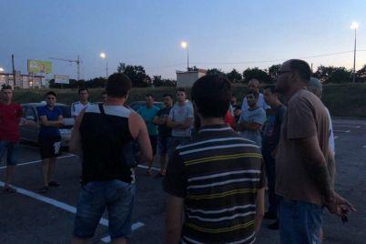 v-zaporozhskoj-oblasti-taksisty-ustroili-avtoprobeg-v-pamyat-o-pogibshem-kollege.jpg