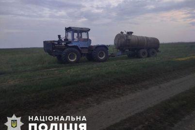 v-zaporozhskoj-oblasti-traktorist-v-pole-vypal-iz-kabiny-i-pogib-pod-kolesami.jpg