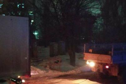 v-zaporozhskoj-oblasti-tri-avtomobilya-zastryali-iz-za-gololeda-voditelyam-pomogli-spasateli.jpg