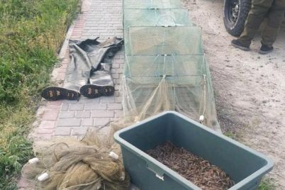 v-zaporozhskoj-oblasti-u-fedotovoj-kosy-zaderzhali-brakonera-s-15-kilo-krevetok.jpg