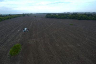 v-zaporozhskoj-oblasti-ubili-taksista-telo-zakopali-a-avto-prodali.jpg