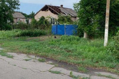 v-zaporozhskoj-oblasti-uragan-sorval-kryshi-chastnyh-domov-foto.jpg