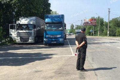 v-zaporozhskoj-oblasti-ustanovili-eshhe-4-blokposta-kogo-budut-proveryat-foto.jpg