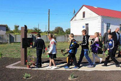 v-zaporozhskoj-oblasti-ustanovili-pervyj-pamyatnyj-znak-deportirovannym-v-sibir-selyanam-1.jpg
