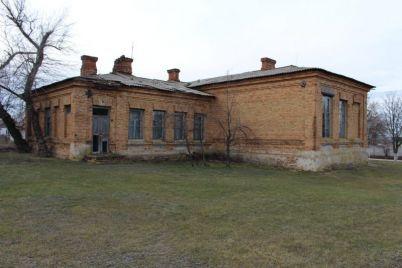 v-zaporozhskoj-oblasti-v-pervozdannom-vide-sohranilos-zdanie-stoletnej-shkoly-foto.jpg