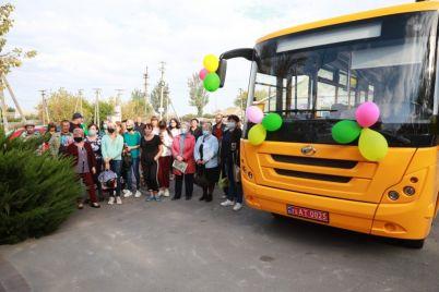 v-zaporozhskoj-oblasti-v-selskuyu-gromadu-pribyl-novenkij-avtobus.jpg