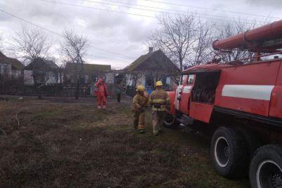 v-zaporozhskoj-oblasti-vo-vremya-pozhara-v-zhilom-dome-travmirovalas-zhenshhina-i-12-letnij-rebenok.jpg