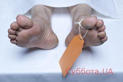 v-zaporozhskoj-oblasti-vozle-mediczinskogo-uchrezhdeniya-lezhal-trup-muzhchiny.jpg