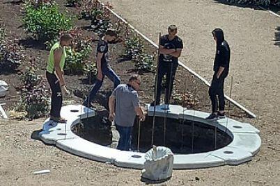 v-zaporozhskoj-oblasti-vypusknik-shkoly-podaril-selu-fontan.jpg