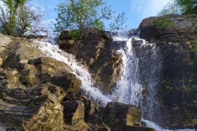 v-zaporozhskoj-oblasti-vysoh-vodopad-kotoryj-ozhil-dva-mesyacza-nazad-foto.jpg