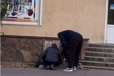 v-zaporozhskoj-oblasti-zakladchiki-i-ih-klienty-smushhayut-prohozhih-sred-bela-dnya-foto.jpg
