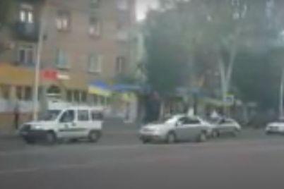v-zaporozhskoj-oblasti-zametili-kolonnu-avtomobilej-s-flagami-video-foto.jpg