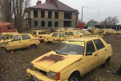 v-zaporozhskoj-oblasti-zasnyali-svalku-zheltyh-taksi.jpg