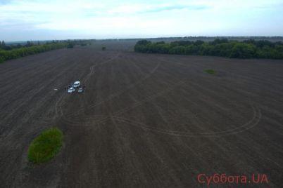 v-zaporozhskoj-oblasti-zloumyshlenniki-ubili-taksista-i-zakopali-ego-telo-v-pole-podrobnosti-foto.jpg