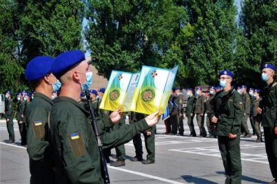 v-zaporozhskoj-voinskoj-chasti-prizyvniki-prinyali-prisyagu-foto.jpg