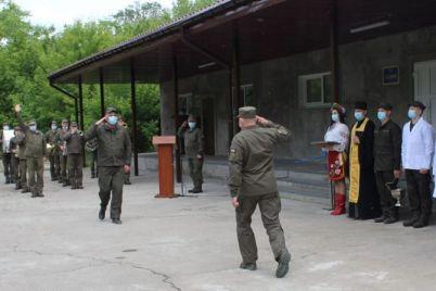 v-zaporozhskoj-voinskoj-chasti-torzhestvo-nachalos-s-pererezaniya-lentochki-foto.jpg