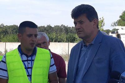 v-zaporozhskom-aeroportu-postroili-betonnuyu-ustanovku-gotovyatsya-k-remontu-vzletno-posadochnoj-polosy-fotoreportazh.jpg