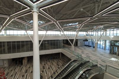 v-zaporozhskom-aeroportu-ustanovili-originalnoe-osveshhenie-foto.jpg
