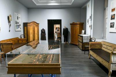 v-zaporozhskom-muzee-pokazali-kakaya-mebel-byla-v-domah-mennonitov-fotoreportazh.jpg