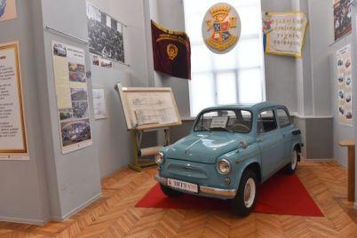 v-zaporozhskom-muzee-pokazyvayut-pozolochennye-chasy-kotorye-professoram-darili-na-yubilej-vuza-foto.jpg
