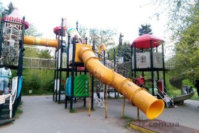 v-zaporozhskom-parke-na-meste-detskoj-ploshhadki-ostalsya-pustyr-foto.jpg