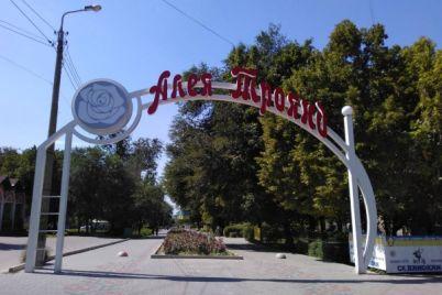 v-zaporozhskom-parke-okolo-otdyhayushhih-zametili-rukobluda-video.jpg