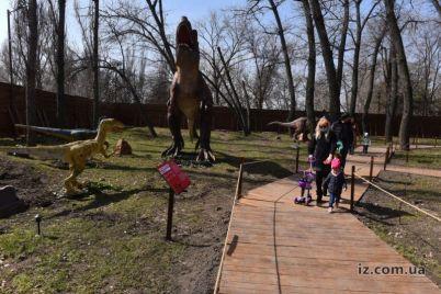 v-zaporozhskom-parke-ozhili-dinozavry-foto.jpg