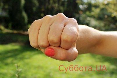 v-zaporozhskom-parke-podralis-devushki-podrobnosti-proisshestviya-video.jpg