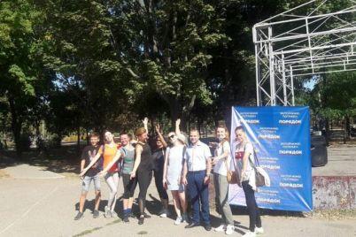 v-zaporozhskom-parke-ustroili-neobychnuyu-trenirovku.jpg