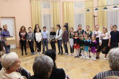v-zaporozhskom-sanatorii-artistov-nagradili-goryachimi-aplodismentami-i-vkusnymi-bulochkami.jpg